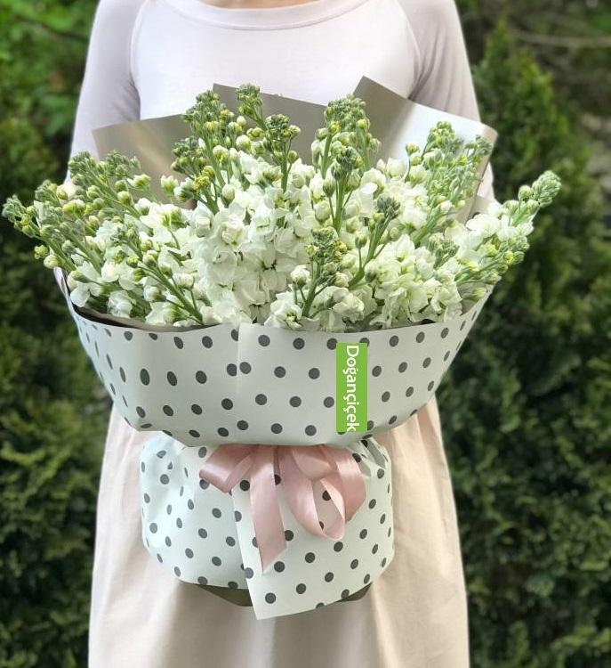 30 Beyaz Kokulu Şeboy çiçek buketi
