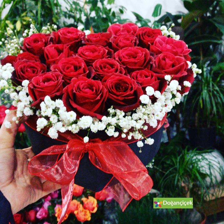 Kalp Kutuda Güller ambarlı çiçek gönder avcılar ambarlıda çiçekçi