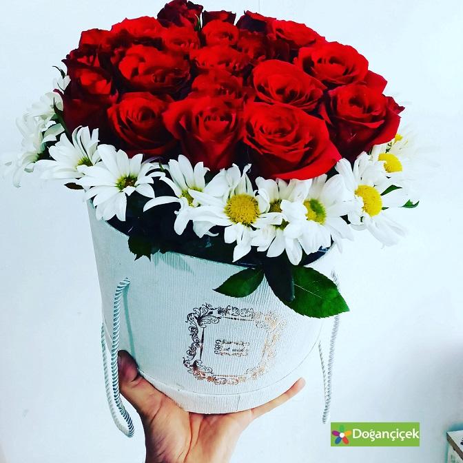 Silindir Kuu Kırmızı Güller cihangir çiçek siparişi avcılar cihangir mahallesi çiçek gönder