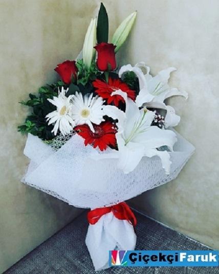 yakuplu çiçek buketi