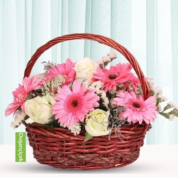 Sepette Pembe gerbera Beyaz Güller beylikdüzü çiçek siparişi